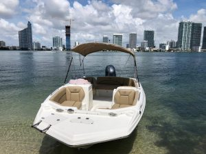 Rent self-rental boats on Biscayne Bay in Miami